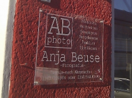 Anja Beuse - Lichtwerbeanlage + Acrylschild 1